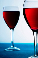 Two glasses of red wine (thumbnail)