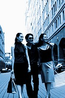 Man shopping with two women (thumbnail)