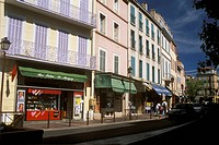 Typical-Pattern-of-Shops-on-Street-w/-Apartments-above,-Aubagne,-Provence,-France