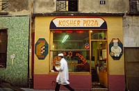 Jewish quarter, rue des Rosiers, Kosher Pizza. Paris. France