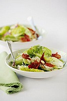 Salad leaves with chicken and almonds