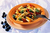 Rigatoni with peppers and black olives