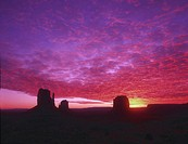 USA, Utah, Monument Valley, Mittens, sunrise