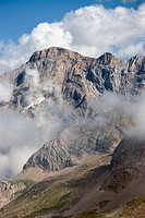 Marbore Peak (3.248 m.) (3248 m). French Pyrinees, Parc National Pyrenees