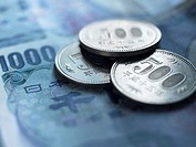 Yen coins and banknotes (thumbnail)