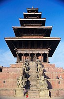 Nepal, Bhaktapur, Taumadhi Tol Plaza, Nyatapola Temple, locals sit on stairs, view from below.