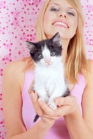 Woman, young, kittens, laughs holds,  Portrait  Series, women portrait, 21 years, 20-30 years, blond, long-haired, made up, discreetly, naturalness, b...