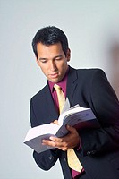Man, young, book, reading, Halbporträt   20-30 years, 30-40 years, businessman, information, Information, concentration, attention, Further education,...