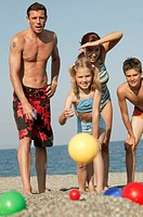 Sandy beach, family, Boccia playing   Series, parents, 30-40 years, children, 9-14 years, two, beach, game, ball game, beach game, together, Recreatio...