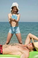 Beach, father, air mattress, suns, Detail, daughter, grit, playing, enjoyments  Series, gravel beach, man, 30-40 years, single, girls rest sunbath, re...
