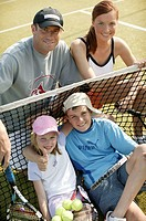 Tennis court, network, family, laughing,  cheerfully, group picture  Series, parents, 30-40 years, children two, 9-14 years,  Tennis players, opponent...