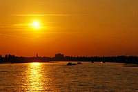 Germany, North Rhine-Westphalia,  Düsseldorf, river Rhine, sunset,   Time of day, mood, evening, sunset, sun, color mood, color orange, romanticism, s...