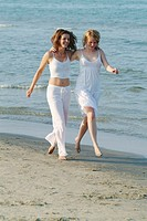 Women, young, arm in arm, running, beach,    Series, 20-30 years, smiling, cheerfully, friends two sisters, friendship, long-haired, brunette, blond, ...