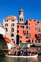 Italy, Venetia, Venice, Rialto Hotel and the Historical Regatta (Regata Storica in Italian) crossing Rialto bridge