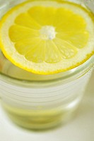 Close-up of a slice of lemon in a glass (thumbnail)