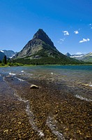 USA, Montana, Glacier NP, Swiftcurrent Lake, Grinnell Point Mountain