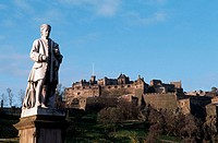 Allan Ramsay statue. West Princes Street Gardens. Edinburgh castle. Edinburgh. Scotland. UK.