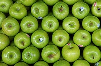 Apples Granny Smith. Farmers market. Manila. Philippines