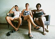 Sits Cuba, Caradenas, hotel Dominica, women, leather-sofa, waits, no models release, Central America, attendant-area, attendant-zone, camera hotel-per...