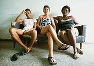 Sits Cuba, Caradenas, hotel Dominica, women, leather-sofa, waits, no models release, Central America, attendant-area, attendant-zone, camera hotel-per...