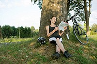 Tree, woman, young, bicycle, rest, sits, summers read shadow-place, map, roadside, leisure time leisure time-sport hobby sport fitness, wheel-sport, e...