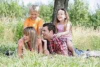 Family, young, happily, meadow, lies, family-picture, series, people, 20-30 years, parents, father, mother, happiness, leisure time, weekend, recupera...