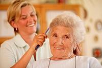 Senior-home, senior, keeper, hair, portrait, combs series, people seniors woman 70-80 years keeper, 30-40 years, care, concerns, welfare, hair care, h...