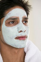 Man wearing a facial mask