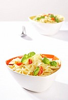 Peels, two, noodle-court, spoon, dishes, bowls, pasta, noodles, tomatoes, basil, noodle salad, symbol, food, vegetarian, meatless, low-calorie, eats f...