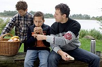 Shores, father, sons, picnic, detail, autumn, series, people, man, 30-40 years, children, boys, 11-13 years, sea, shore, sits, picnic-basket, foods, b...
