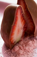 Chocolate-dipped strawberry (thumbnail)