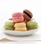 Assorted Luxemburgerli filled macaroon biscuits in a bowl
