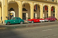 Classic old American cars parked in front of hotel in Old Havana