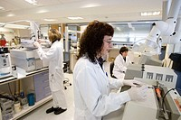 Halogen Analyzer and gas chromatograph with mass spectrometry. Environmental organic chemistry laboratory. Fundacion Inasmet-Tecnalia. Donostia, San S...
