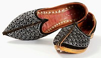 Oriental shoes, close-up (thumbnail)