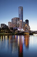 Australia, Victoria, Melbourne, Yarra River, Illuminated city skyline