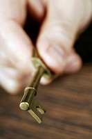Close-up of a person´s hand holding a key