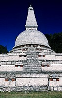 Bhutan, Himalaya, Chendebji Chorten pagoda against blue sky, View from front