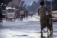 Thailand, Chiang Mai, Woman with bike on road to Chiang Mai temple