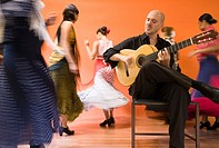 Flamenco dancers and guitarist (thumbnail)