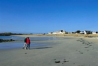 Channel Islands, Guernsey, stroll at the beach