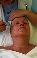 Woman, getting, face, treatment, Thermal, bath, Bad, Loipersdorf, Austria, Frau, bekommt, Gesichtsbehandlung, Therme, Bad, Loipersdorf, Steiermark, Oe...