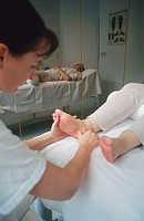 Woman, giving, foot, massage, Hotel, Lowen, Serfaus, Tyrol, Austria, Frau, macht, Fussmassage, Hotel, Loewen, Serfaus, Tirol, Oesterreich, Fussreflexz...