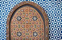 ´Tile work and carving on door and wall of Belghazi Museum, close-up´