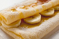 Crêpes with bananas and maple syrup