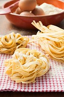 Three ribbon pasta nests (thumbnail)