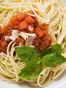 Spaghetti bolognese with basil and Parmesan (thumbnail)