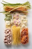 Various types of coloured pasta (thumbnail)