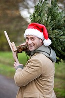 Man carrying a Christmas tree (thumbnail)