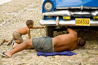 Repairing car on the street. Trinidad. Sancti Sp&#237;ritus province, Cuba